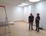 Der Künstler Klaus Hopf (l.) im Gespräch mit dem Vorsitzenden der Stiftung Christoph Charlier.